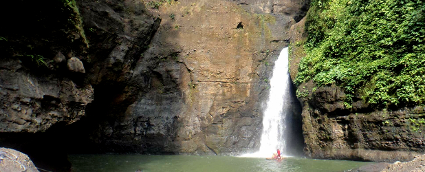 Cascate Pagsanjan in canoa