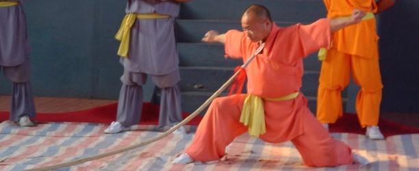 Il corso di Gongfu nella scuola dell'arte marziale nella zona del Monastero Shaolin