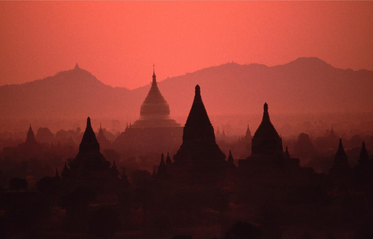 Volo in mongolfiera sulla valle delle pagode di Bagan