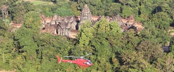 In elicottero sui templi