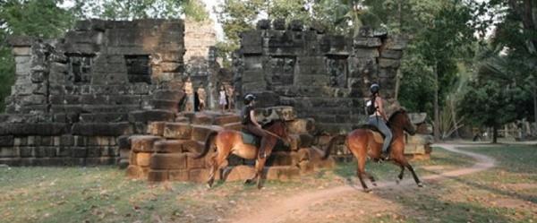 A cavallo tra templi e giungle