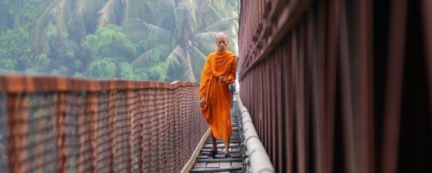 Carità e beneficenza con i monaci buddisti