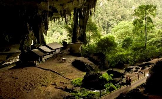 Antiche caverne e longhouse