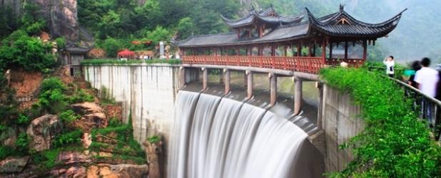 La magia dei pilastri di roccia dello Zhangjiajie