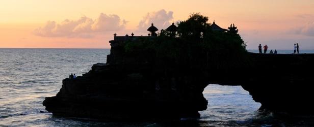 In barca a vela tra Giava e Bali