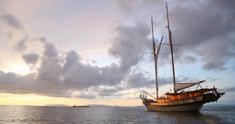 In Yacht con l'avventuriero